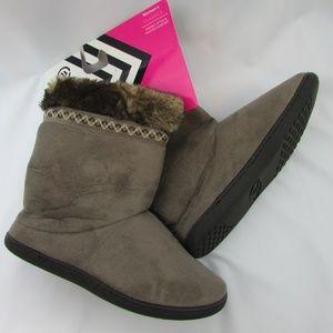New Isotoner Comfort Boot Slippers 8.5-9 Womens